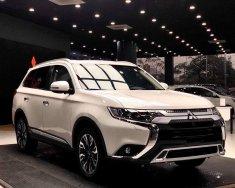 Mitsubishi Outlander 2020, giá chỉ 825 triệu. Được hỗ trợ 50% lệ phí trước bạ giá 825 triệu tại Nghệ An