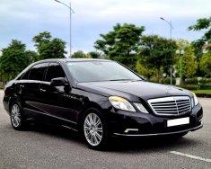Gia đình mình bán Mercedes E300 2009, tự động, màu đen giá 498 triệu tại Tp.HCM