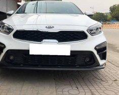 Mình cần bán Kia Cerato 2.0 đời 2019, tự động full, màu trắng giá 639 triệu tại Tp.HCM