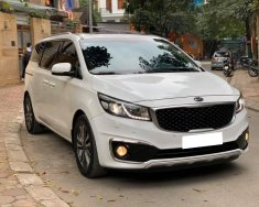 Gia đình cần bán Kia Sedona 2017, số tự động, máy dầu, bản Full option , màu trắng giá 863 triệu tại Tp.HCM