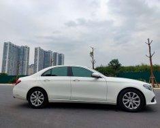 Tôi cần bán Mercedes E200 Exclusive, sản xuất 2017, số tự động, màu trắng giá 1 tỷ 568 tr tại Tp.HCM