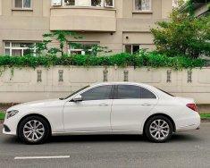 Tôi cần bán Mercedes - Benz E200 2018, màu trắng, bản full Exclusive giá 1 tỷ 680 tr tại Tp.HCM