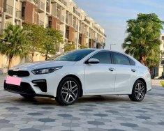 Tôi cần bán Kia Cerato 2019 AT Full 2.0 màu trắng giá 625 triệu tại Tp.HCM