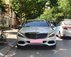 Nhà cần bán ô tô Mercedes Exclusive 2017, màu trắng giá 1 tỷ 68 tr tại Tp.HCM