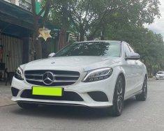 Nhà bán Mercedes C200 2018, số tự động, phom mới, màu trắng giá 1 tỷ 386 tr tại Tp.HCM
