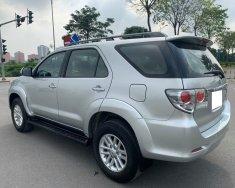 Gia đình bán Toyota Fortuner 2015, số tự động, máy xăng, màu bạc giá 596 triệu tại Tp.HCM