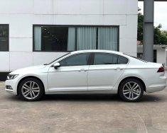 Cần bán Volkswagen Passat Comfort 2018, màu trắng, 2018, odo 4,5v. Xe cam kết đẹp, không đâm đụng ngập nước giá 1 tỷ 169 tr tại Quảng Ninh