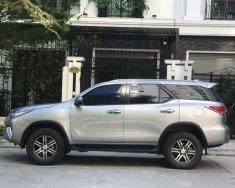 Cần bán xe Toyota Fortuner 2019, số tự động, bản full máy dầu, màu bạc giá 998 triệu tại Tp.HCM