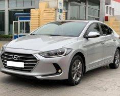 Gia đình bán Hyundai Elantra full 1.6, sx 2018 tự động, màu bạc giá 526 triệu tại Tp.HCM