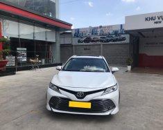 Cần bán xe Toyota Camry 2.5Q sản xuất 2019, màu trắng, xe nhập giá 1 tỷ 240 tr tại Tp.HCM