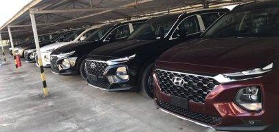 Đỗ kín bãi, Hyundai Santa Fe 2019 chờ đến tay khách hàng